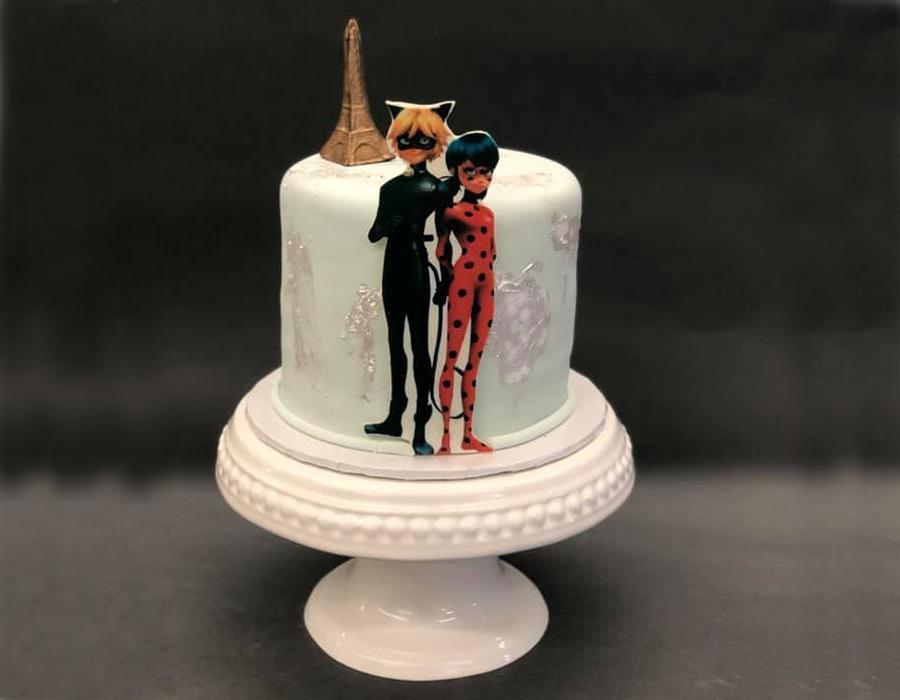 custome cake 6