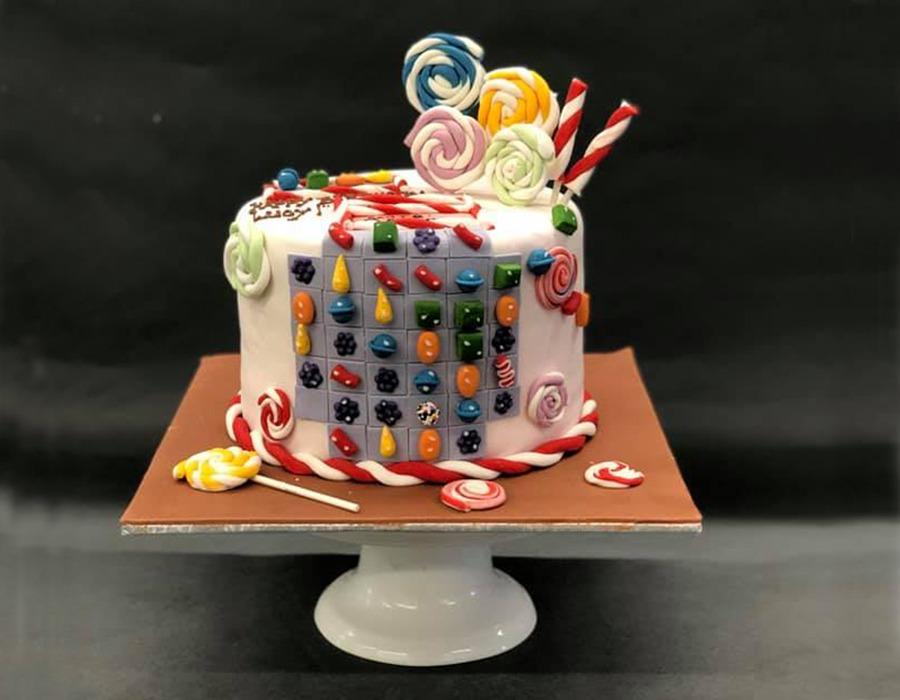 custome cake 7